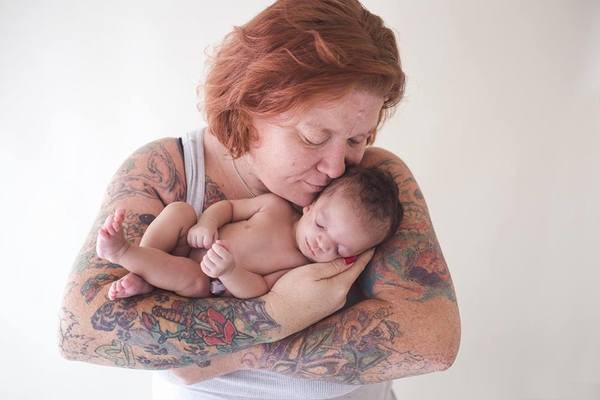 Miała oddać córkę do adopcji. Kiedy przybrana matka zobaczyła dziecko, uciekła ze szpitala