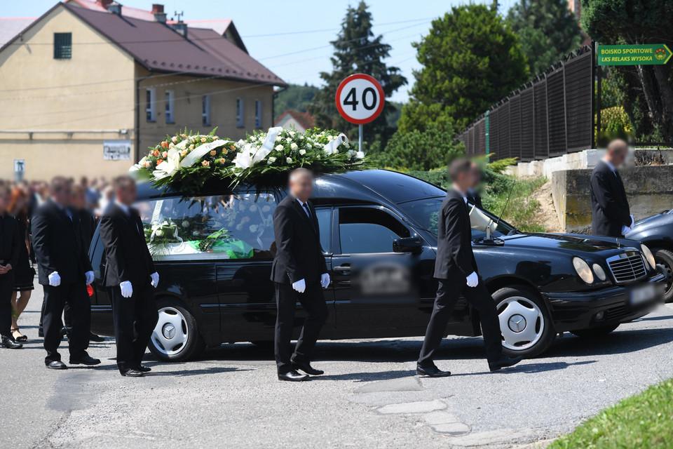 Na pogrzebie Beaty i jej syna zebrał się tłum. Kacperka pożegnano w wyjątkowo piękny sposób