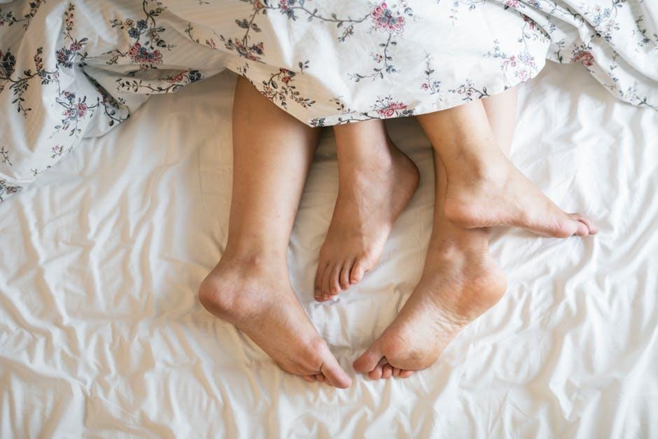 17 zachowań, które utwierdzą Cię w przekonaniu, że sypiasz z właściwą osobą