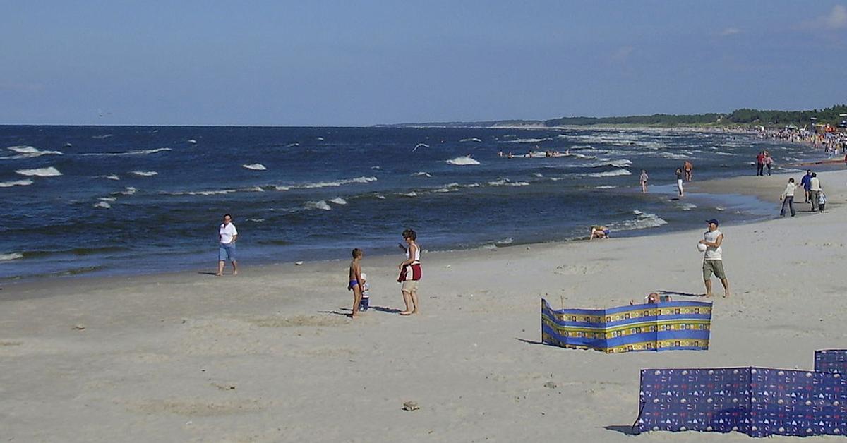 Dwie 18-latki i 21-latek chcieli wykąpać się nocą w Bałtyku. Ich zabawa miała tragiczny finał