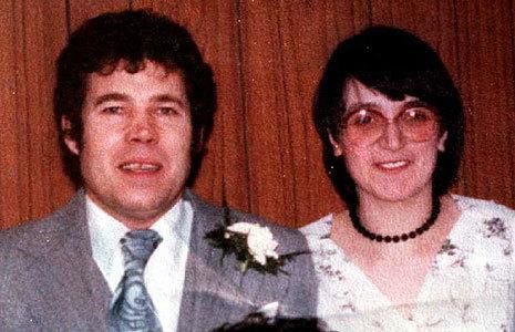 Pod domem młodego małżeństwa policja znalazła zwłoki 3 kobiet. To był tylko początek