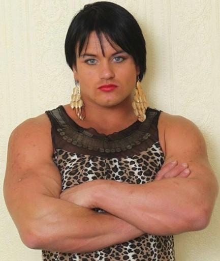 Chciała być silniejsza, więc zaczęła przyjmować sterydy. Dziś wygląda jak facet