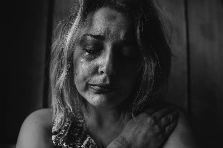 Samotna mama trójki dzieci przypadkiem przeczytała pamiętnik 16-letniej córki. Zaczęła płakać