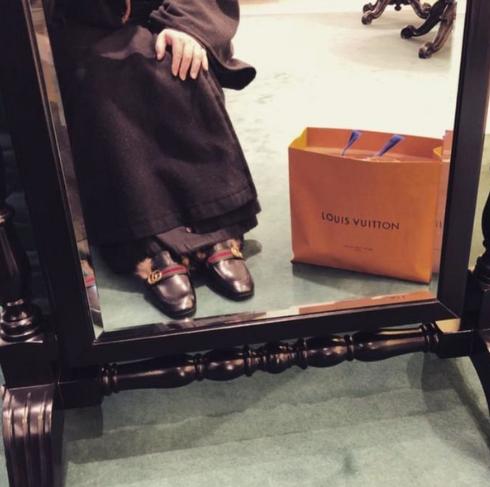 Duchowny chwalił się luksusowym życiem na Instagramie. Teraz się tłumaczy w dziwny sposób