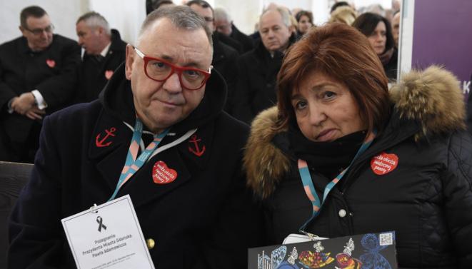 Owsiak wykonał przy urnie prezydenta Adamowicza wzruszający gest. Właśnie tak go pożegnał