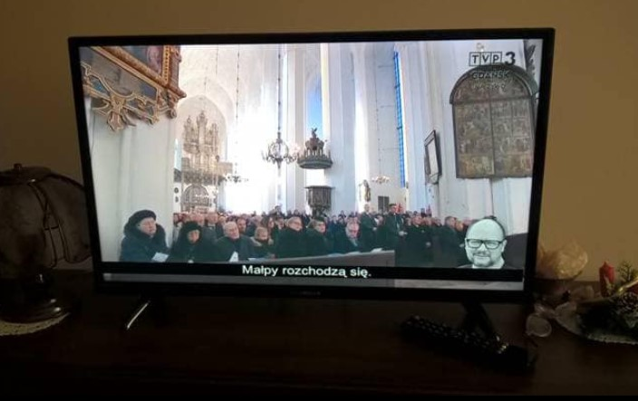 """Szokujące napisy w czasie pogrzebu Adamowicza. """"Stado pawianów musi trzymać się razem"""""""