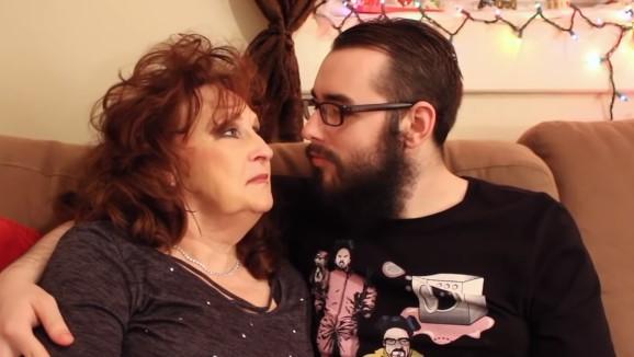 Mąż 74-latki jest młodszy od niej o 53 lata. Para poznała się na pogrzebie jej syna