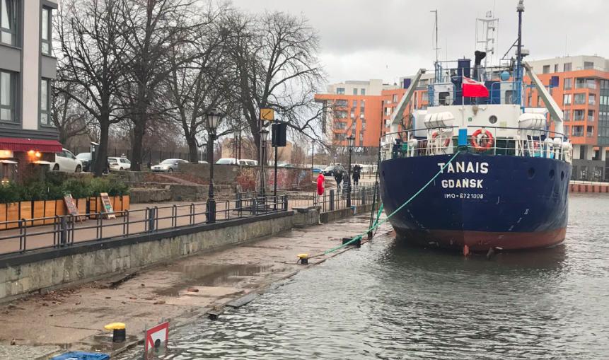 Woda w Bałtyku przekroczyła stan alarmowy. Zaczyna podtapiać zabudowania