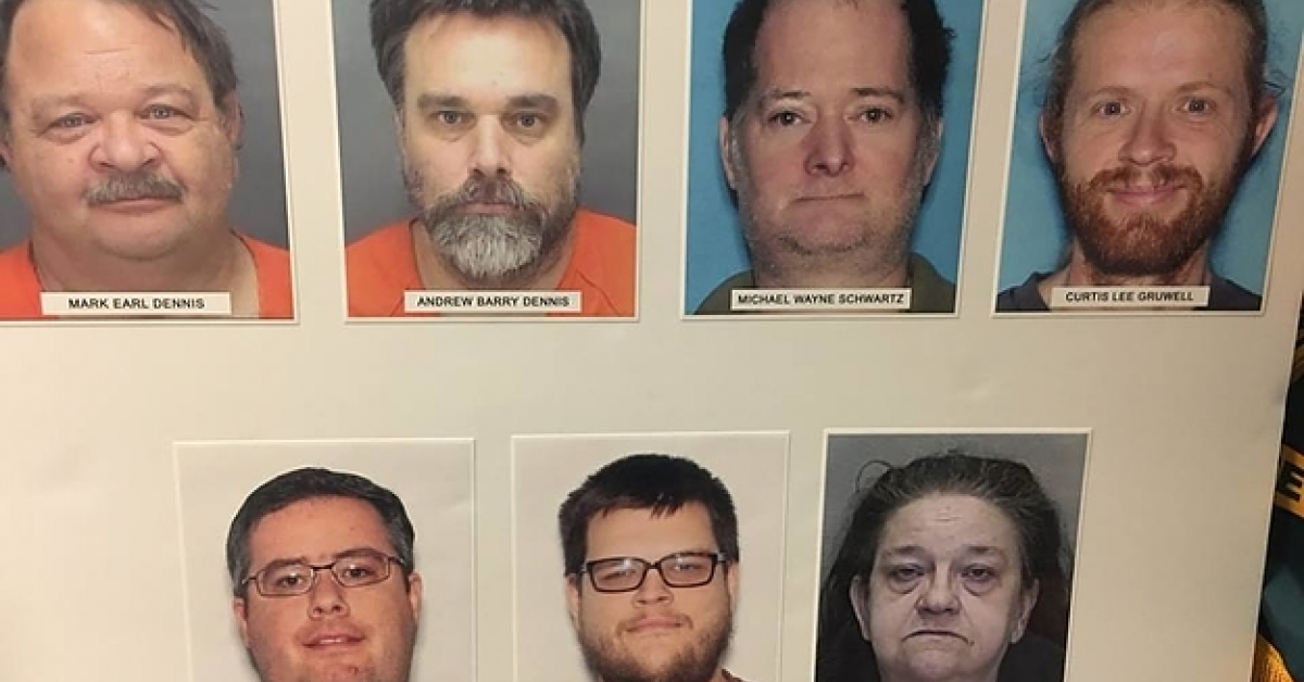 """Zaginiony 17-latek został znaleziony po roku w przyczepie. Był """"zabawką"""" dla sześciu mężczyzn"""