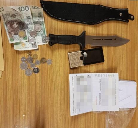 Obcokrajowiec zaatakował mężczyznę, który nie chciał oddać wódki. Zadał mu ciosy nożem