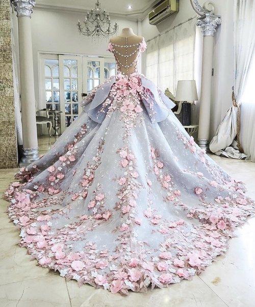 Wygląda jak zwykła suknia ślubna. Ale prawda, która się pod nią kryje, zaskakuje wielu