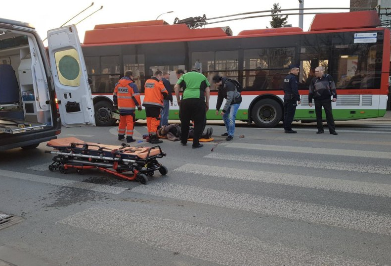 Tragiczny wypadek w Lublinie. Kierowca autobusu potrącił małżeństwo na pasach