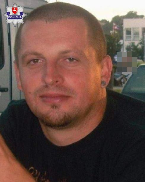 38-latka zamordowana we własnym domu. Policja poszukuje męża ofiary. Podaje jego rysopis