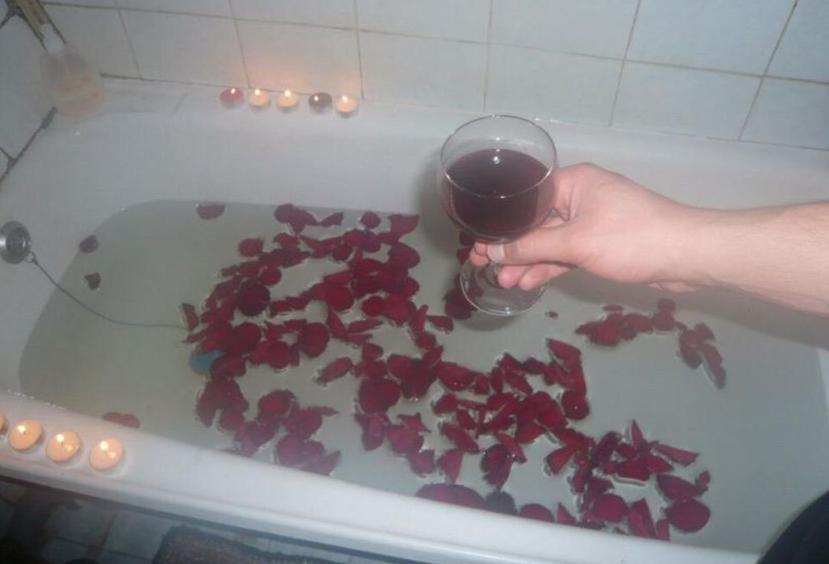 Dodał intymne zdjęcia z randki. Wiele osób oburzyło się wyglądem łazienki