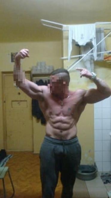 Skazany robi sobie selfie w celi, w samych majtkach. Później są publikowane na Facebooku