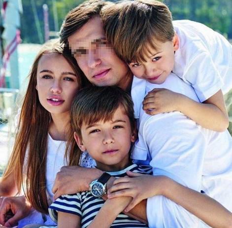 partner zmarłej Anny Przybylskiej z dziećmi