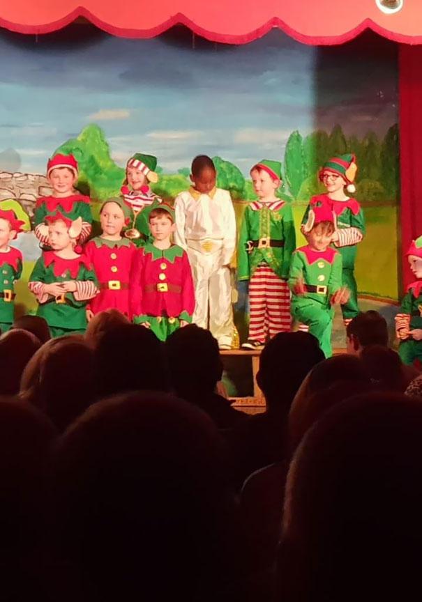 Wszyscy mieli przebrać się za elfy. Jest jednak pewien wyjątek
