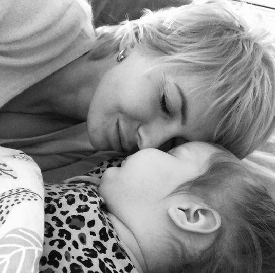 Edyta Pazura pokazała córkę. Zdradziła, że nie radzi sobie z jej bujną czuprynką