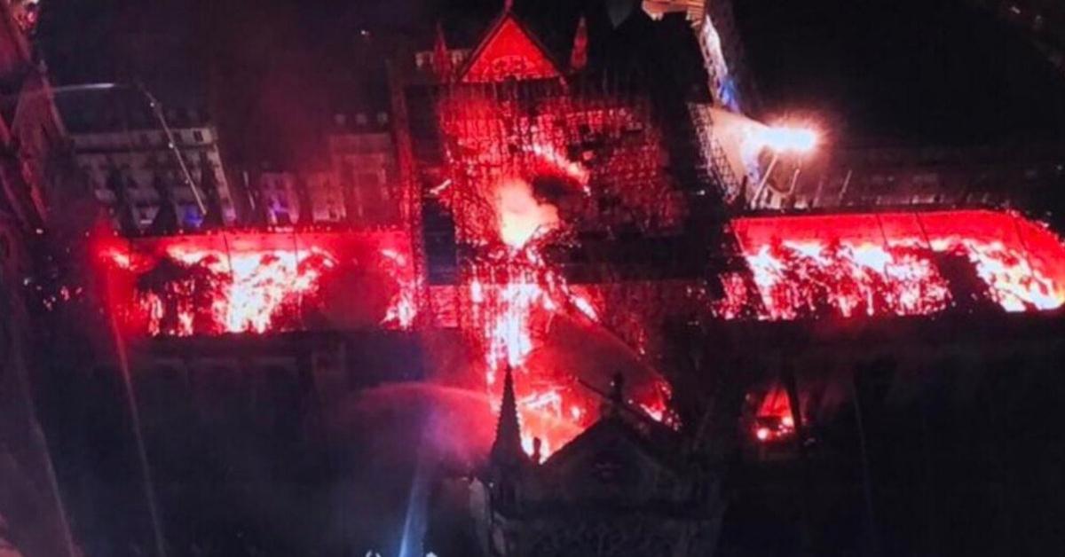 ognień w katedrze notre dame
