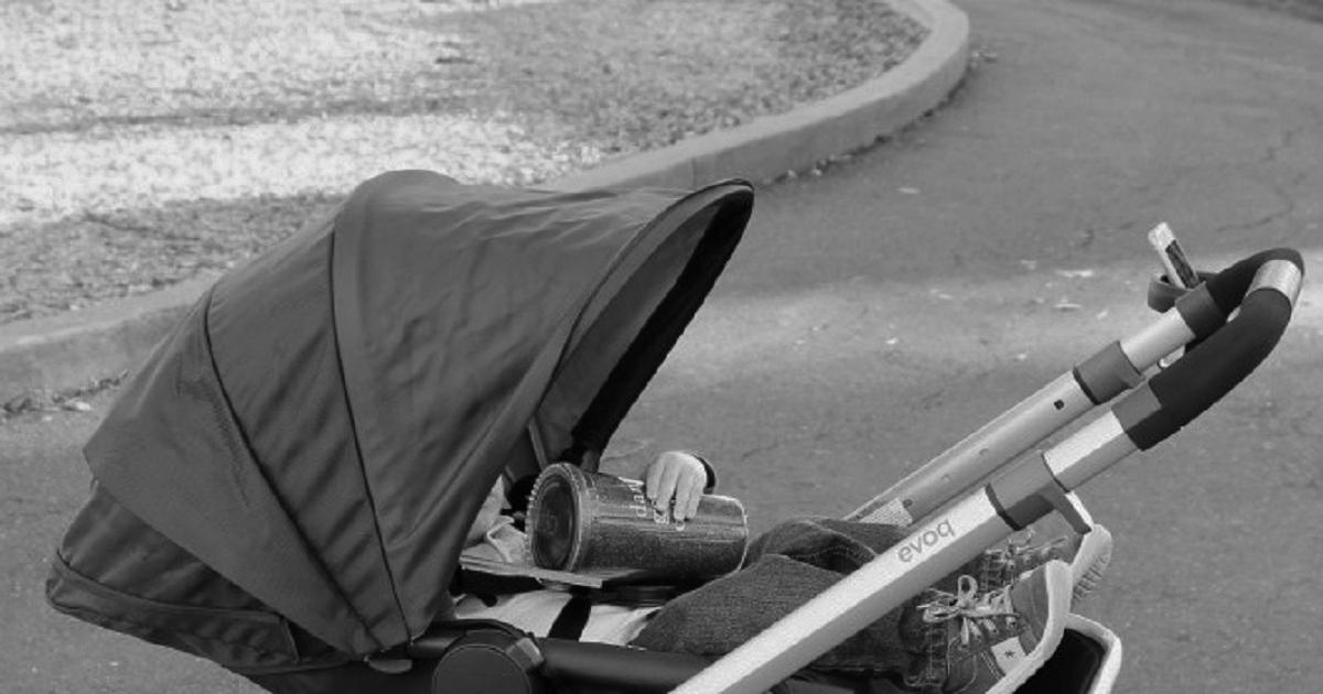 porzucony wózek dziecięcy