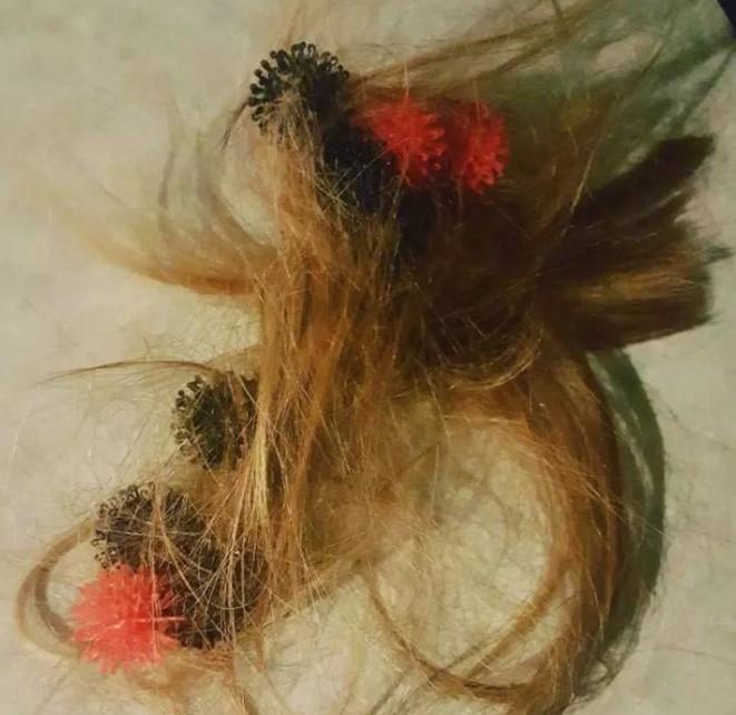 """""""Nie umiała rozwiązać gumek, to uznała, że odetnie sobie włosy"""""""