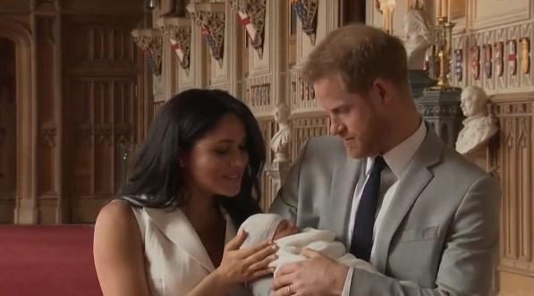 Syn Meghan i Harry'ego pokazany światu! Dumni rodzice pochwalili się maleństwem