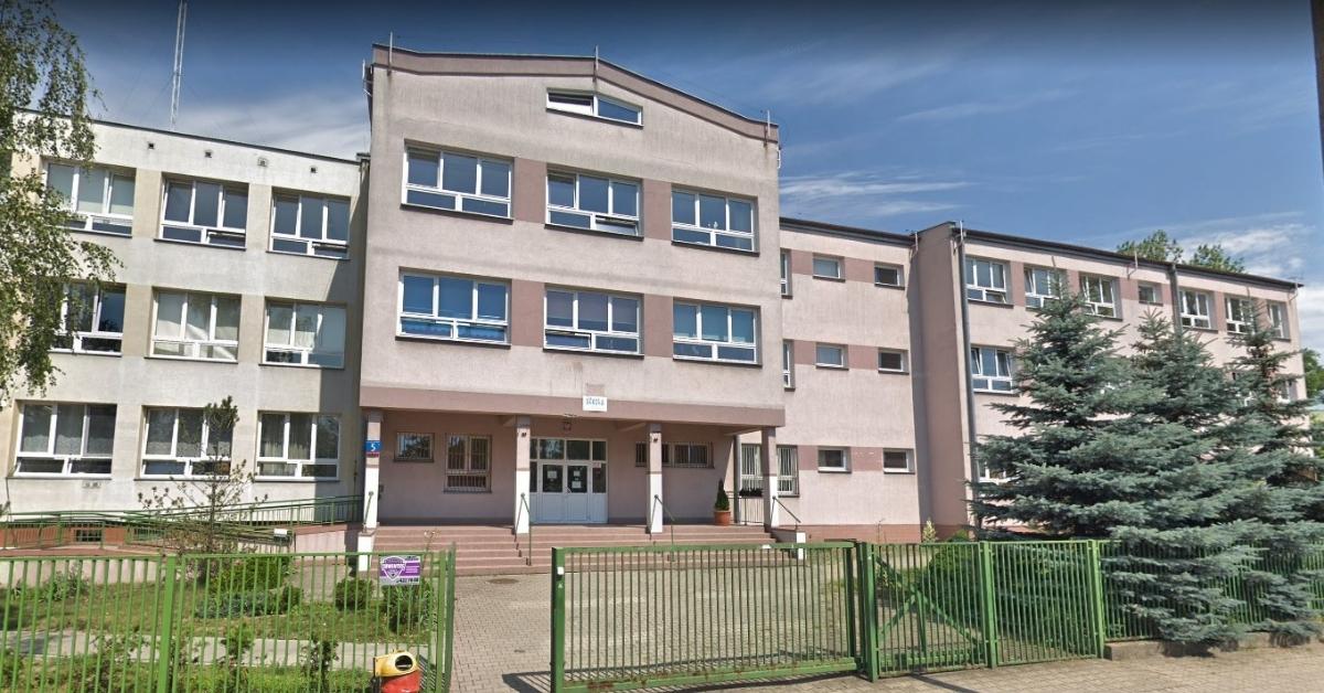 szkoła, w której uczeń został dźgnięty nożem