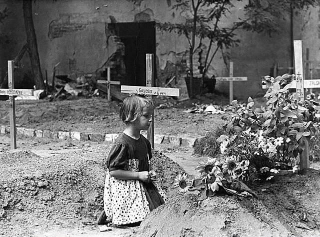 Rozpoznała się na zdjęciu z Powstania Warszawskiego. Opowiedziała swoją historię po 64 latach