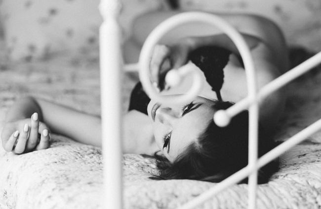 Współcześni mężczyźni niechętnie idą do sypialni. Zamiast zbliżeń wolą coś zupełnie innego
