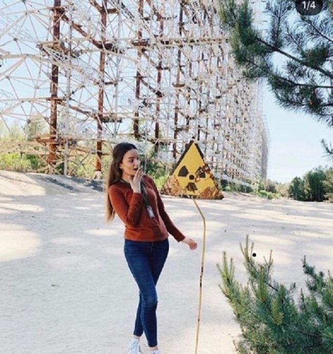 Ludzie oszaleli na punkcie Czarnobyla. Pozują w seksowny pozach w miejscu katastrofy