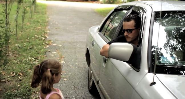 Pod Kielcami nieznana para proponowała dziewczynce podwiezienie do domu. Szuka ich policja