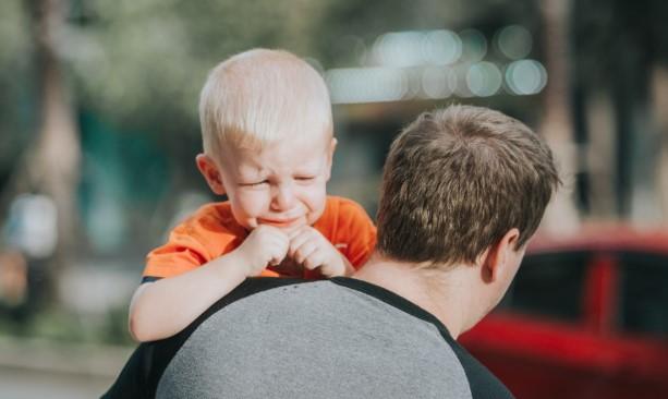 """Rzecznik praw dziecka o biciu: """"Klaps nie zostawia wielkiego śladu"""""""