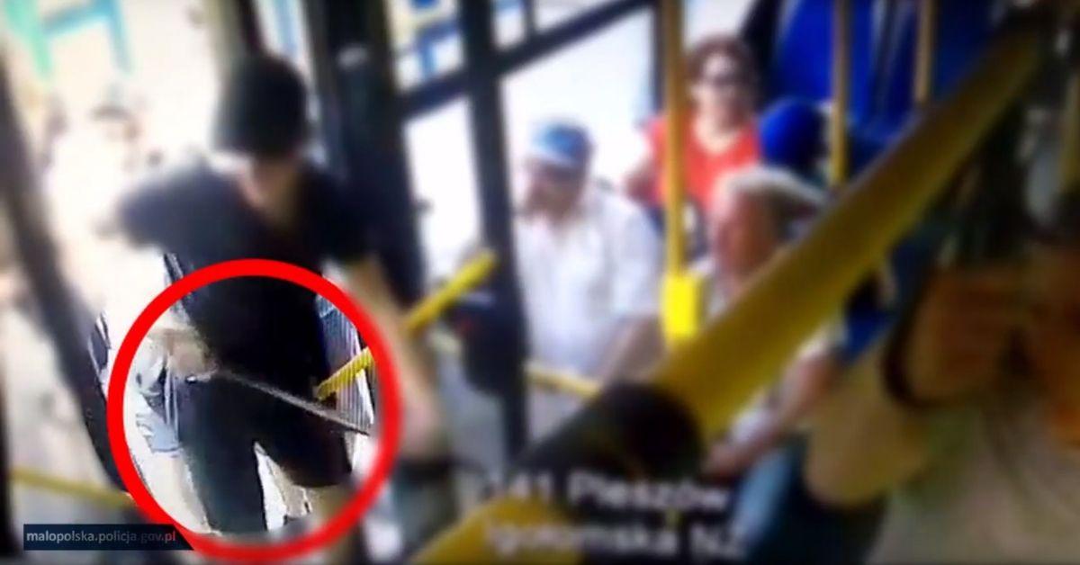 atak maczetą w autobusie w Krakowie