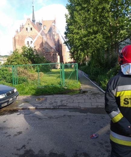 pożar-kościoła-w-gdańsku-strażak