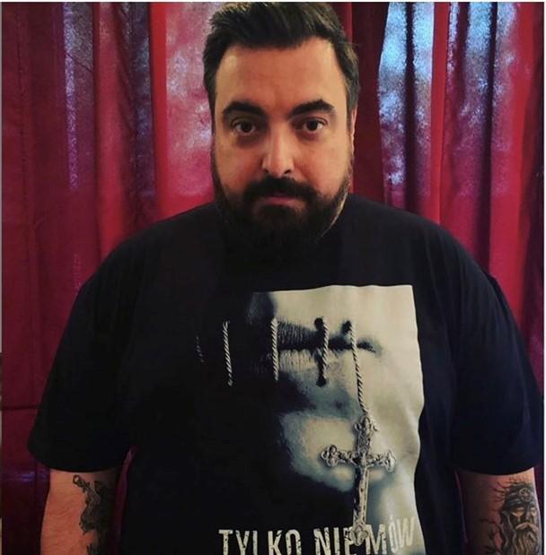 tomasz sekielski w koszulce tylko nie mów nikomu