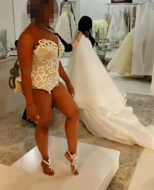 """Internauci w życiu nie widzieli takiej """"sukni"""" ślubnej. Jedni są zachwyceni, inni zażenowani"""