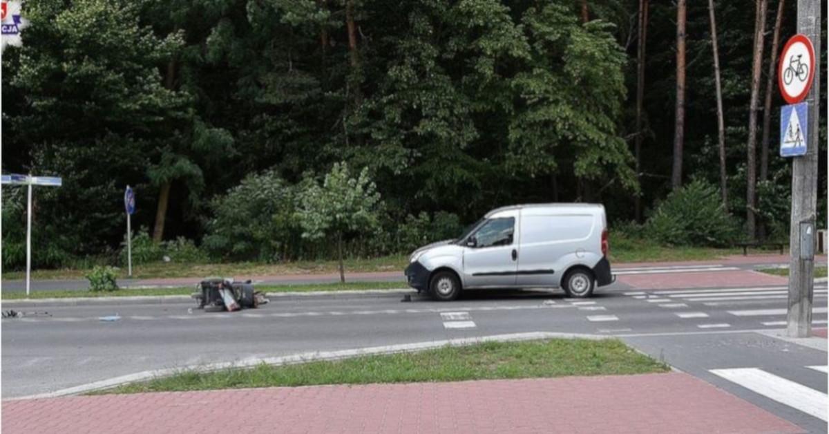 Tragiczny wypadek. Kierowca wjechał na pasach w 82-latka na wózku inwalidzkim