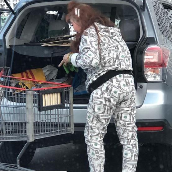 18 dziwnie ubranych osób przyłapanych na zakupach. Zdecydowanie wyróżniają się w tłumie