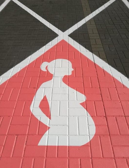 Miejsce parkingowe dla kobiety