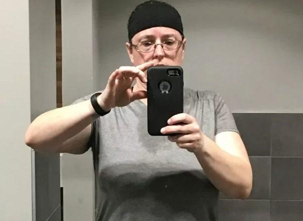 Ma 46 lat i niedawno została mamą. O tym, że jest w ciąży, dowiedziała się dzień przed porodem