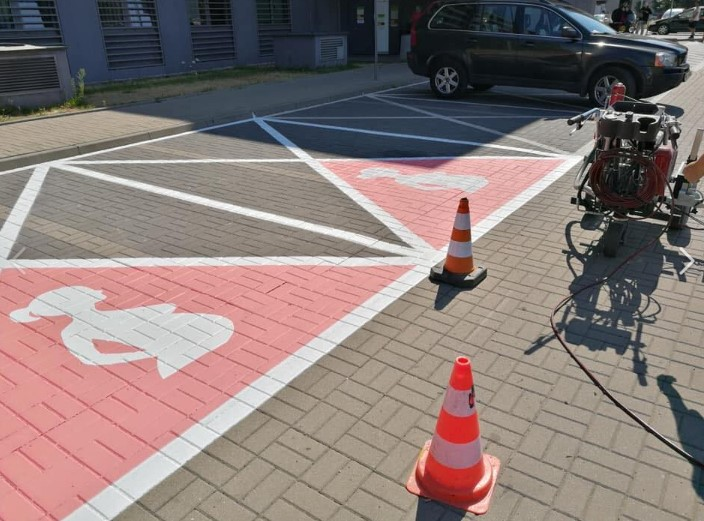 """Warszawa: miejsca parkingowe dla przyszłych mam kością niezgody. """"Ciąża to nie choroba!"""""""