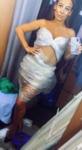 Anna Mucha w plastikowej sukience
