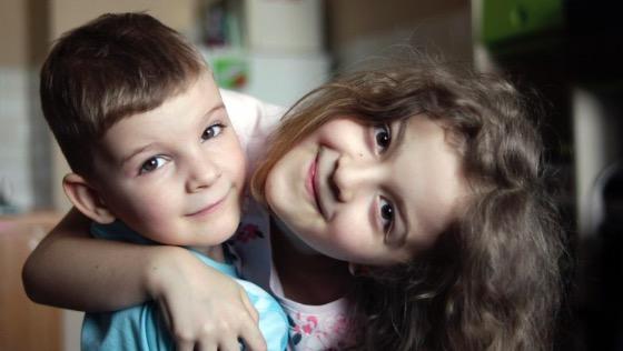 Bartek z siostrą marysią