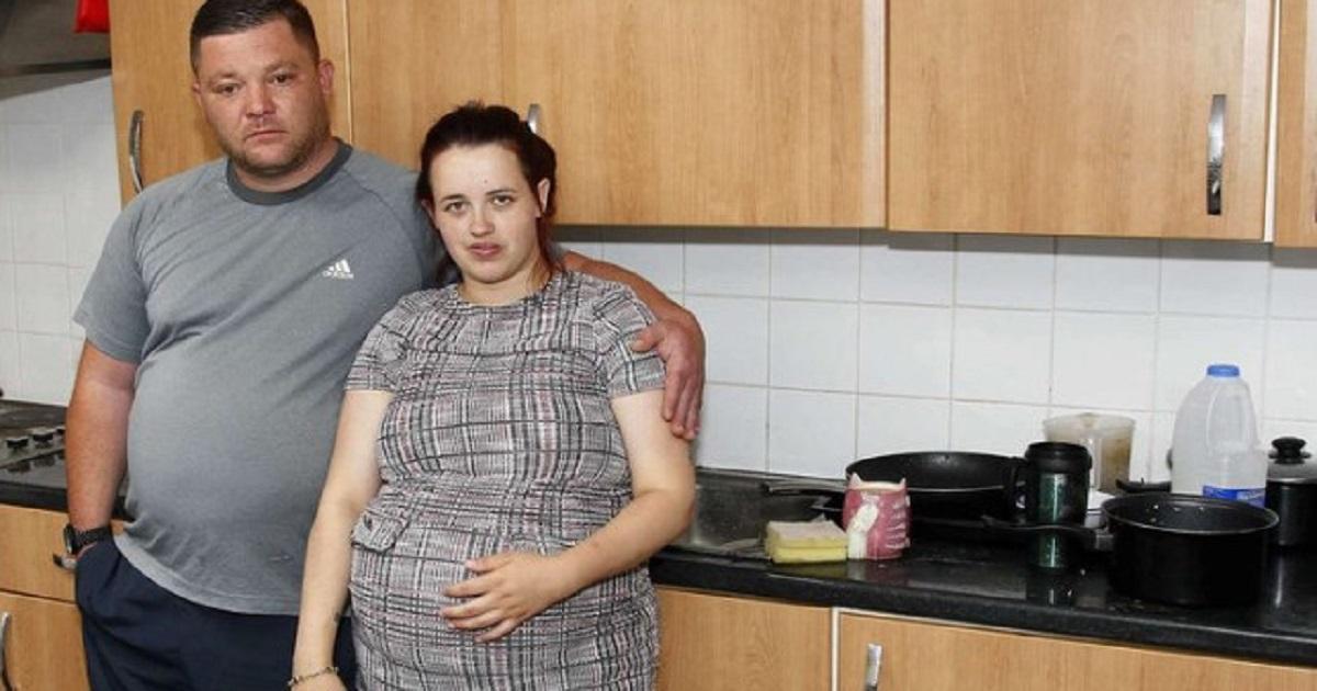 Eksmitowali 5-osobową rodzinę z mieszkania socjalnego, bo zamawiali jedzenie na wynos