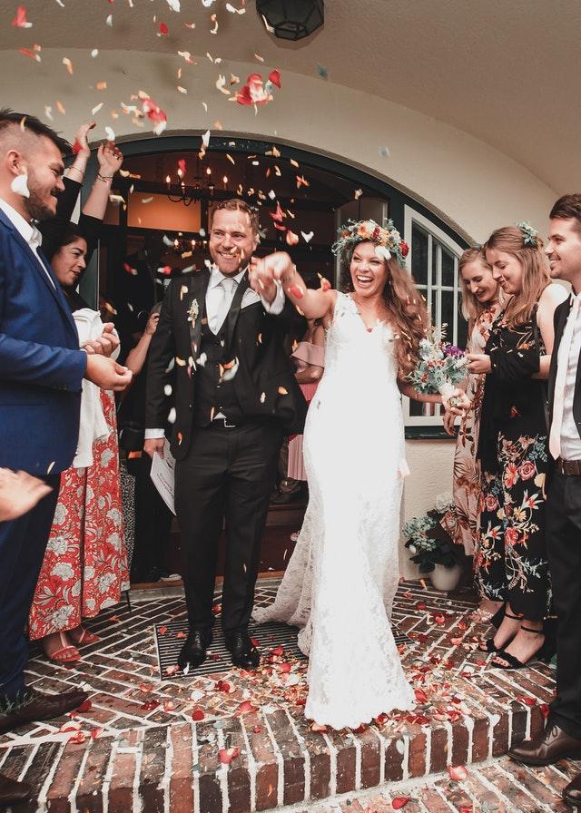 W zaproszeniu na ślub była kartka, przez którą krewna poczuła się urażona