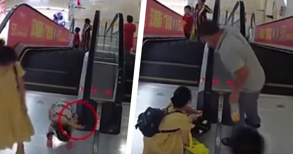 dziecko na schodach ruchomych