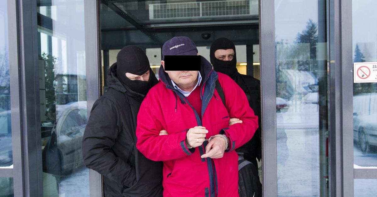 onkolog z gdańska prowadzony przez policję