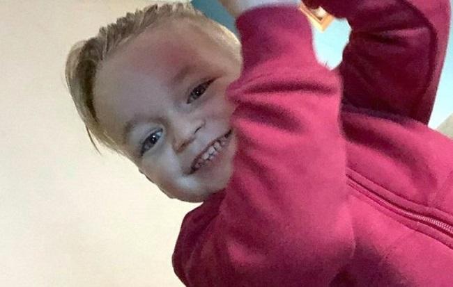 Partner matki zmiażdżył jej 3-letniego synka fotelem w aucie. Dziecko wołało o pomoc