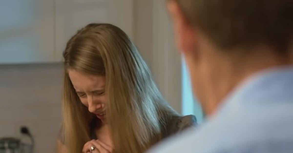 Mąż wymaga, aby codziennie się stroiła. Kilka razy już ją upokorzył przy znajomych