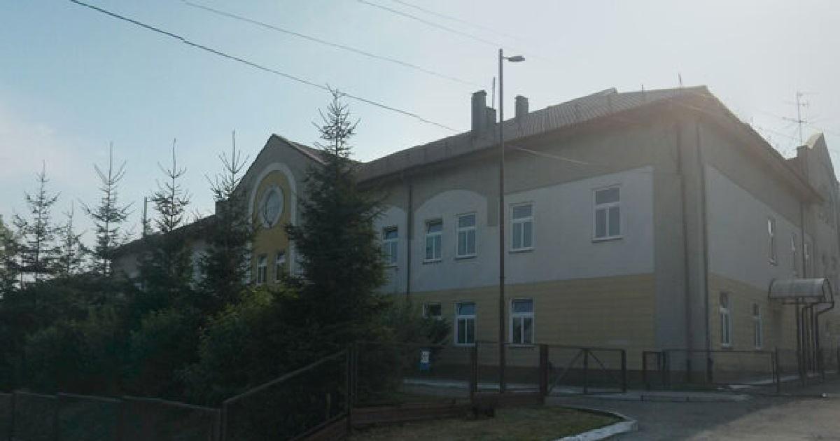 Polska szkoła została obrzucona kamieniami